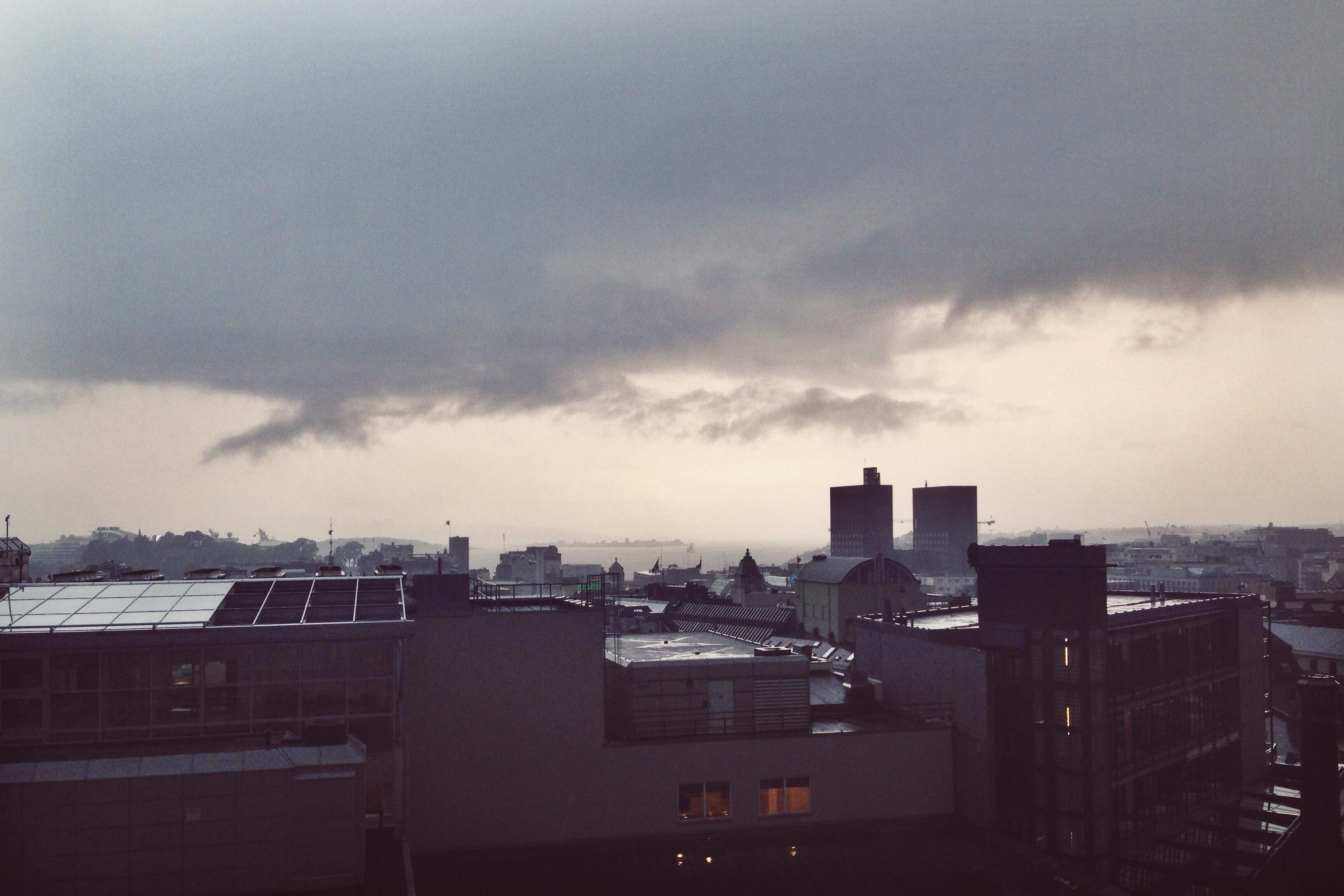 Kanonskyer og regnværslykke